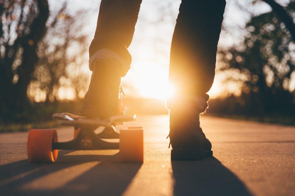 Skateboard-et-couché-de-soleil